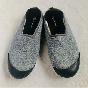 W. 8.5-9, M. 7-7.5 Mahabis Curve  slippers